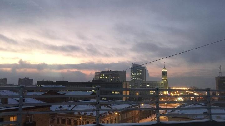 В Красноярске ударили первые настоящие морозы: смотрим, как их встретили горожане