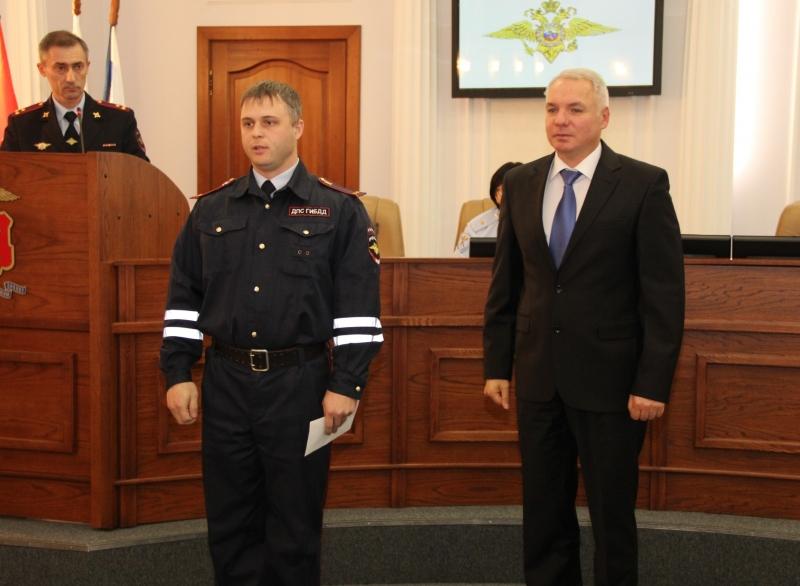 ВКрасноярске наградили инспекторов ДПС, отказавшихся отвзятки