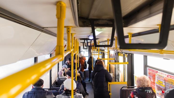 «Она ударила меня по лицу»: пермячка обратилась в полицию — на неё в автобусе напала другая женщина
