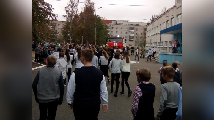 «Шел дым из окна»: северодвинскую школу эвакуировали из-за пожара