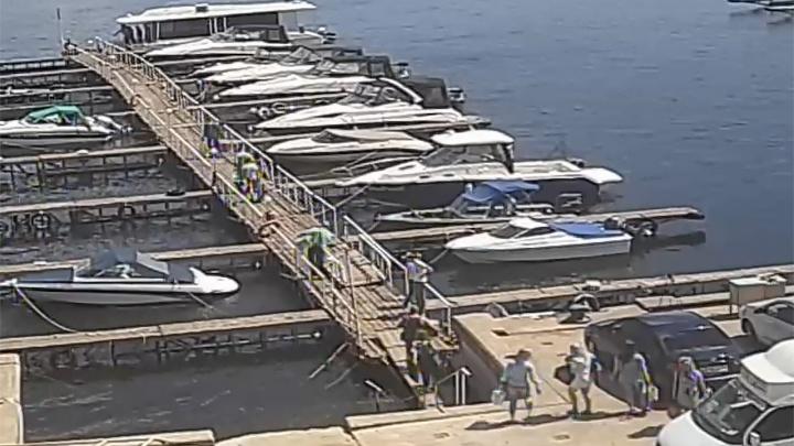 Сотрудники волгоградского яхт-клуба показали веселых, но трезвых жертв катамарана