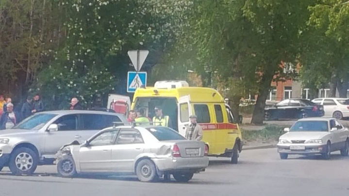 Второе ДТП за день: на Титова произошла массовая авария