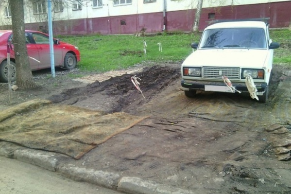 Самарцы не стесняются делать парковки на газонах