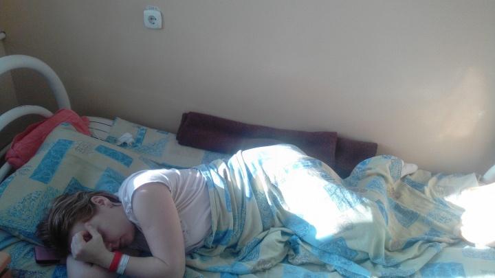 Опасные ступеньки: жительница Башкирии спускалась по лестнице садика и загремела в больницу