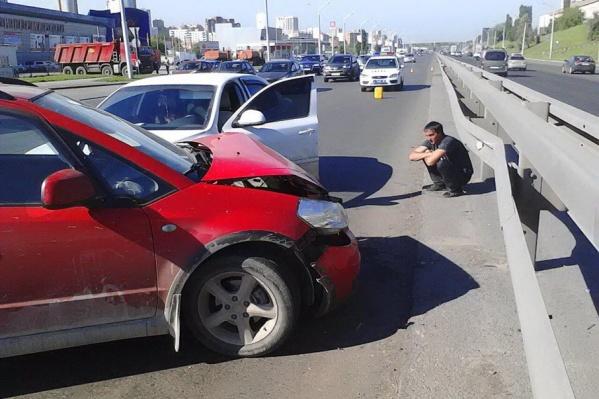 Шофер и его пассажирка с травмами были срочно госпитализированы