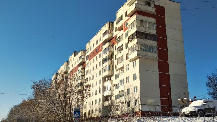 Пермяков заставляют убрать остекление балкона в панельной девятиэтажке