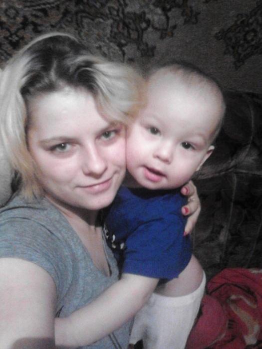 Антон со своей мамой Анастасией Быковой