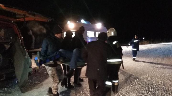 На трассе после аварии спасатели вытащили из искорёженных авто трёх человек
