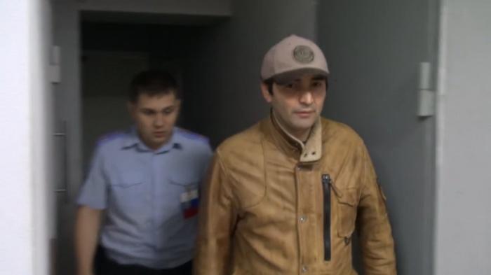 Сейчас полицейские разыскивают новосибирцев, которые могли стать жертвами задержанного (на фото справа)