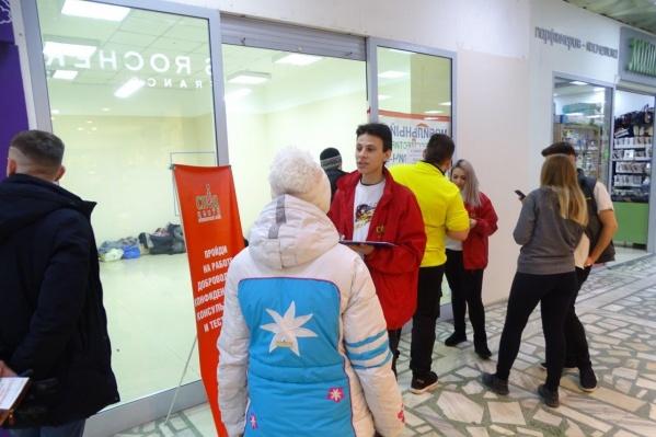 Проверять красноярцев на ВИЧ в торговом центре помогали волонтеры