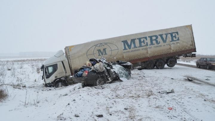 Дорожники: трасса, где произошло смертельное ДТП, была обработана противогололедными материалами