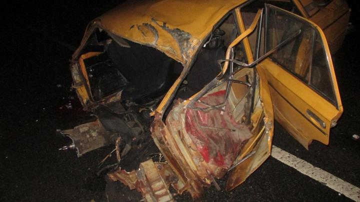 В Переславском районе подросток на «шестерке» влетел под грузовик: пострадали два человека