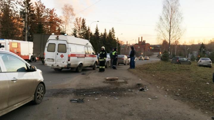 Лихое ДТП: в Рыбинске водитель «Киа» снёс на перекрёстке сразу две малолитражки