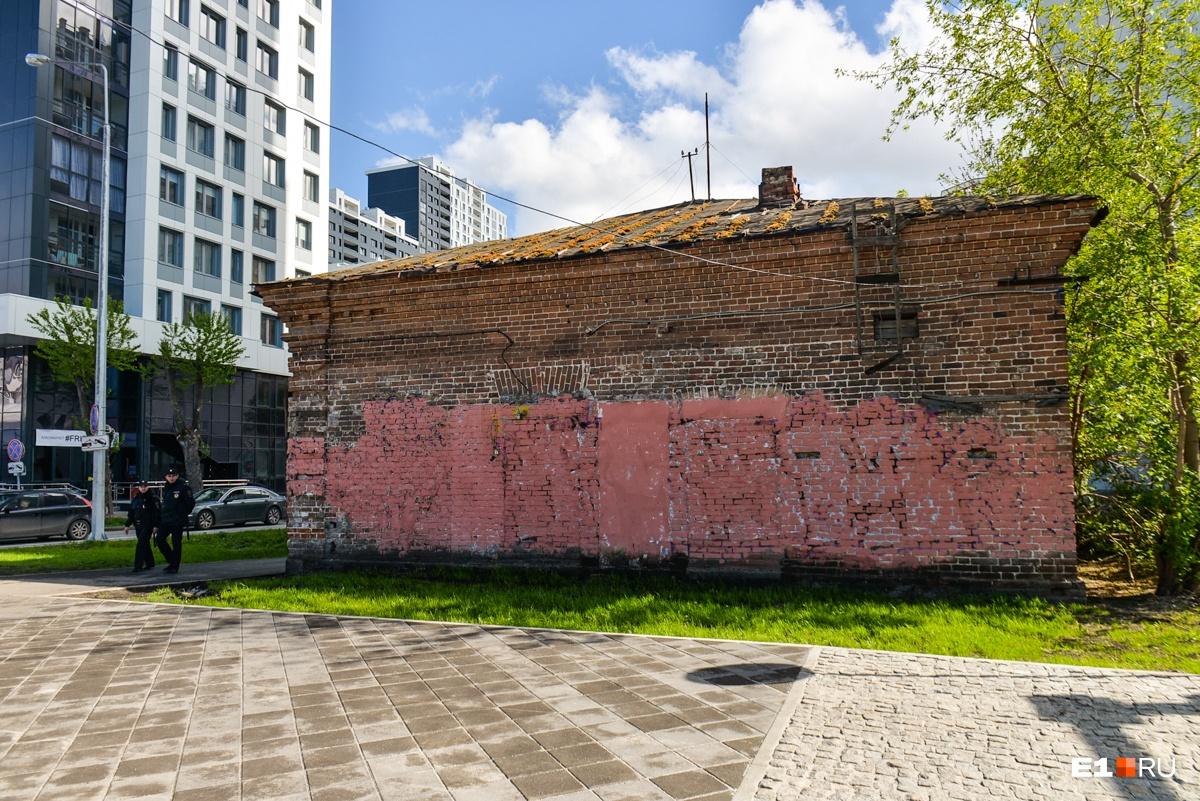 Граффити на зданиях закрасили