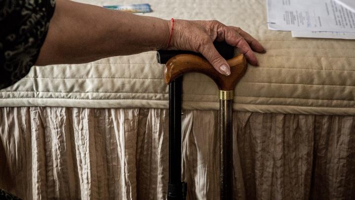 Суд отправил в колонию бывшую сотрудницу ПФР, которая тратила пенсии умерших стариков на кредиты