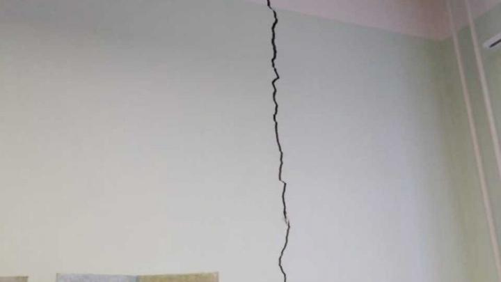 Стена треснула пополам: в Башкирии из детсада эвакуировали детей