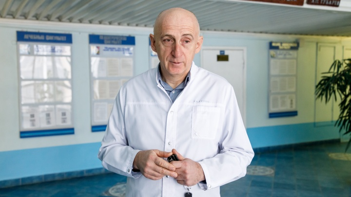 Впервые в мире: хирурги в экзоскелетах провели уникальную операцию женщине в Волгограде