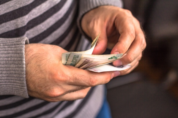Минимальная зарплата в России вырастет до 11 163 рублей