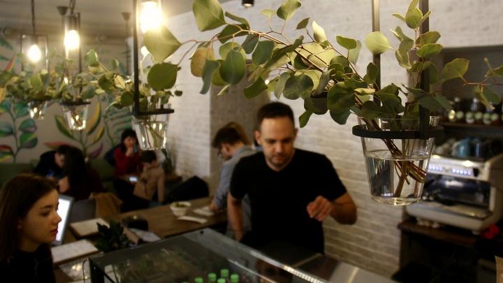 На Урицкого заработало кафе с чафаном, ланч-боулами и кокосовым сыром