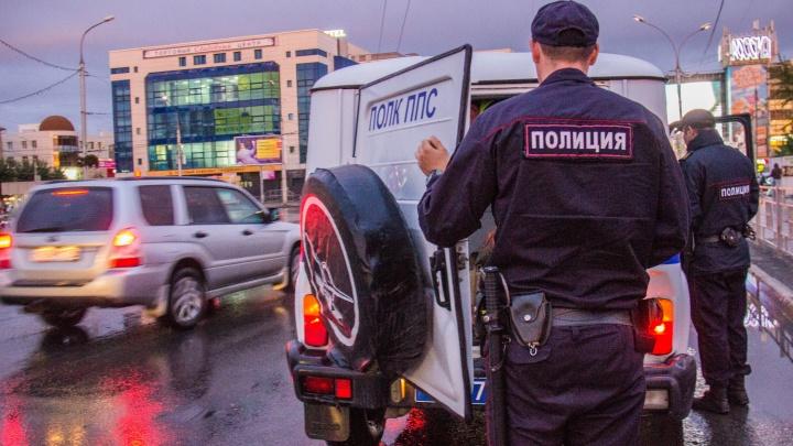 Пассажир напал на таксиста с ножом и попался полицейским, когда прятал оружие