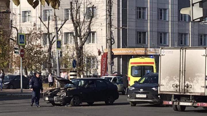 На проспекте Ленина «Лада» протаранила пожарную машину. Две версии случившегося