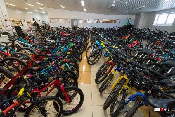 Это велосипеды следующего сезона. Их в магазине ещё нет
