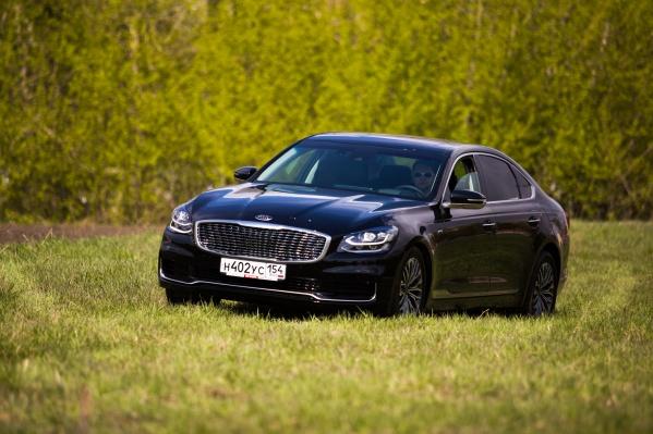 Это как бы мерседесовский S-класс (или BMW 7 серии), но для тех, у кого нет лишних 4–5 миллионов рублей