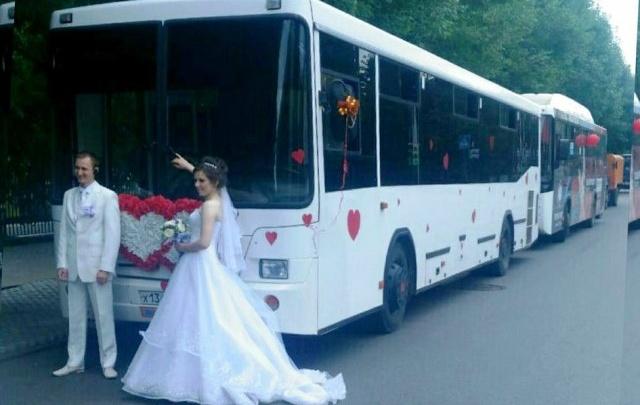 По Уфе проехался свадебный кортеж из автобусов