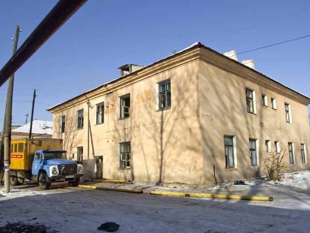 Получить новые квартиры жители аварийной двухэтажки должны были в сентябре