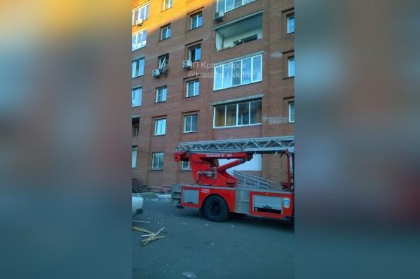 На место приезжала полиция и пожарные