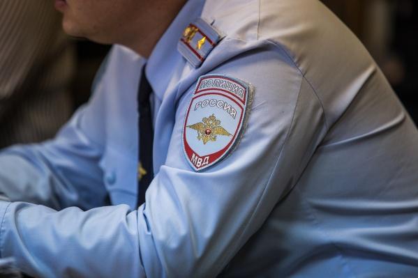 Полицейские задержали девушку на перроне