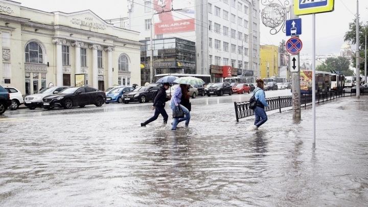 Как поплавали? Оцениваем последствия пятничного ливня в Екатеринбурге в режиме онлайн