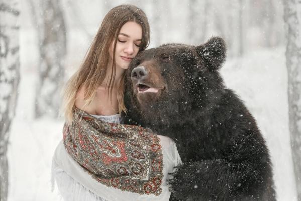 Ирина Шерина смело согласилась принять участие в съёмке. Её мохнатый партнёр вёл себя примерно