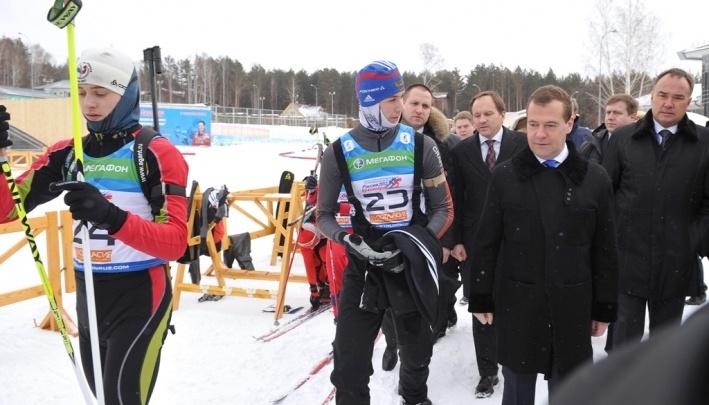Обещание денег и шутки: с чем Дмитрий Медведев раньше приезжал в Красноярск
