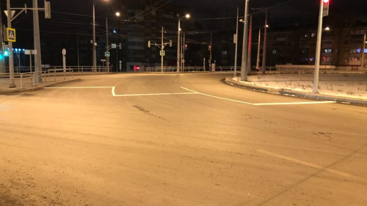 Ночью на кольце Луначарского и Московского шоссе нарисовали новые стоп-линии