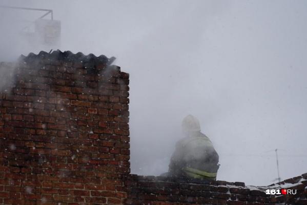 Пожарные не успели спасти мужчину и женщину из горящего дома