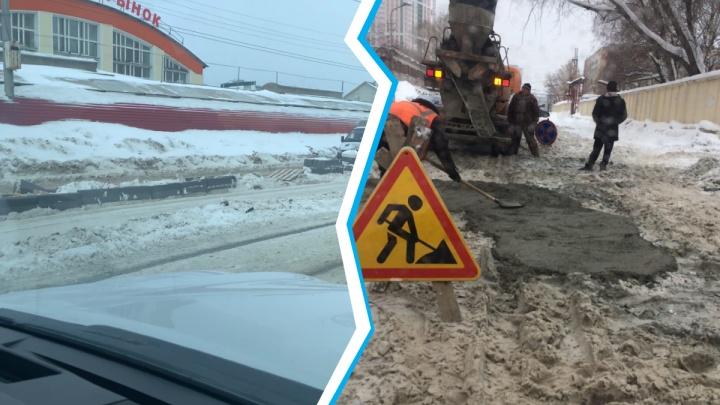 Горожане делятся фотографиями ремонта дорог в Новосибирске— асфальт и бордюры укладывают на снег