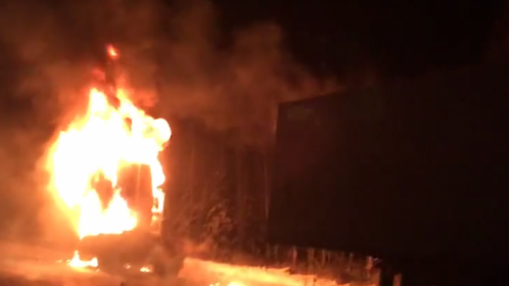 На трассе в Челябинской области сгорела фура с медикаментами