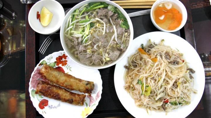 В частном секторе за Октябрьским рынком открылась вьетнамская закусочная с магазином