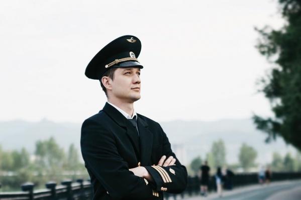 Роман всю жизнь мечтал стать пилотом, и наконец-то мечта сбылась