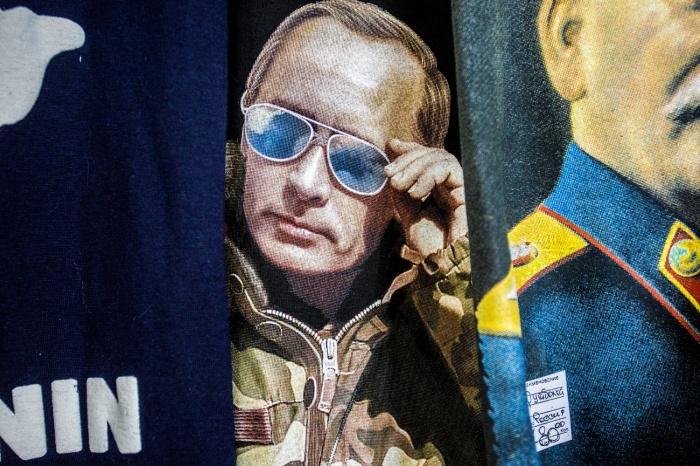 Футболки с Путиным пользуются популярностью, уверяют продавцы