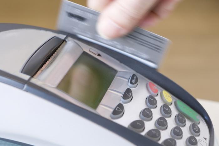 Сотрудница банка отправилась в колонию за присвоение 4 млн рублей с кредитных карт
