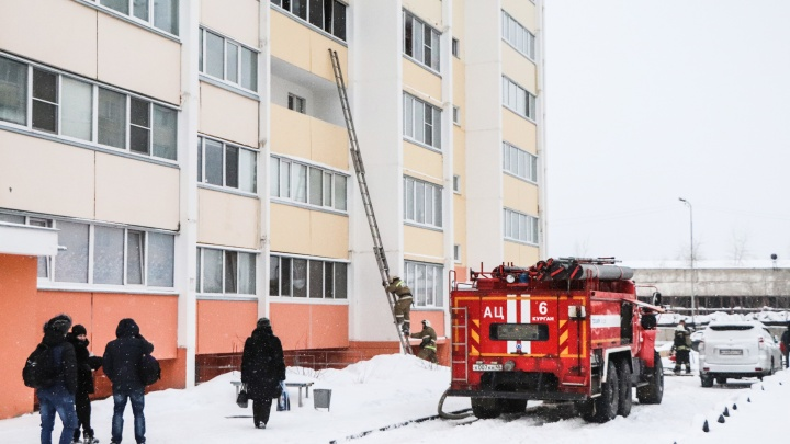 В Кургане из-за пожара эвакуировали 17 человек из десятиэтажного дома