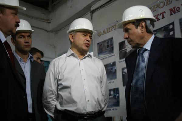 Александр Дугельный (на фото в центре) возглавлял оловокомбинат с 1998 по 2012 годы