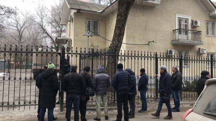 Зона строгого режима: в Ростове за взятку осудили двух полицейских