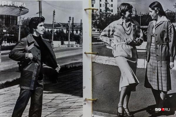 В каталогах были и модели одежды и для женщин, и для мужчин