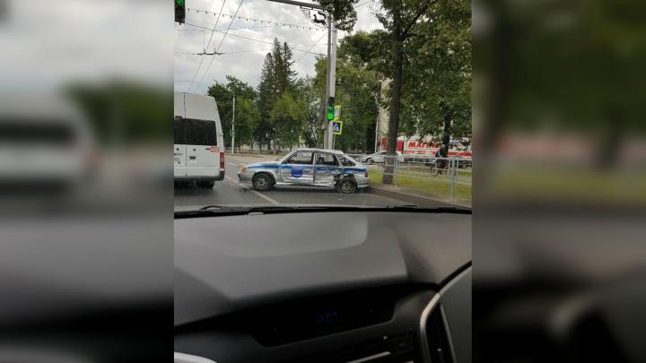 В Уфе водитель иномарки протаранил машину Росгвардии