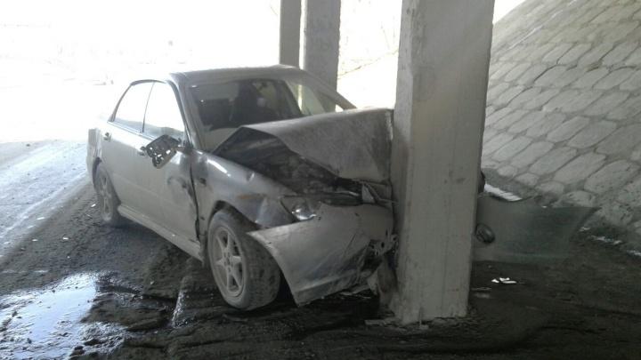 АвтомобильSubaru влетел в опору Димитровского моста