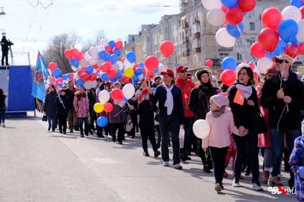1 мая 2019 года шествием праздник отметили профсоюзы, работники предприятий, сотрудники компаний и студенты