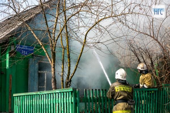 Пожар вспыхнул из-за замыкания электропроводки